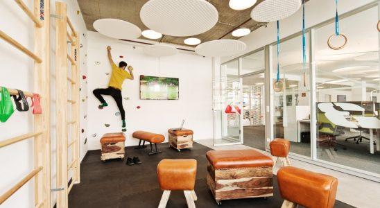 Moderne Büros sollten auch die Bewegung fördern – wie hier bei der Ströer SE & Co. KGaA in Berlin. Abbildung: designfunktion/Ströer Berlin/AKIM Photography