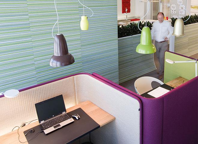 Beispiel für akustische Schirmung nahe am Arbeitsplatz. Abbildung: Witzig The Office Company