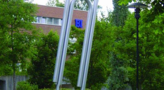 Sieben Meter hoch ist das Denkmal der Büroklammer in Oslo. Abbildung: Wikimedia Commons/Lars Roede