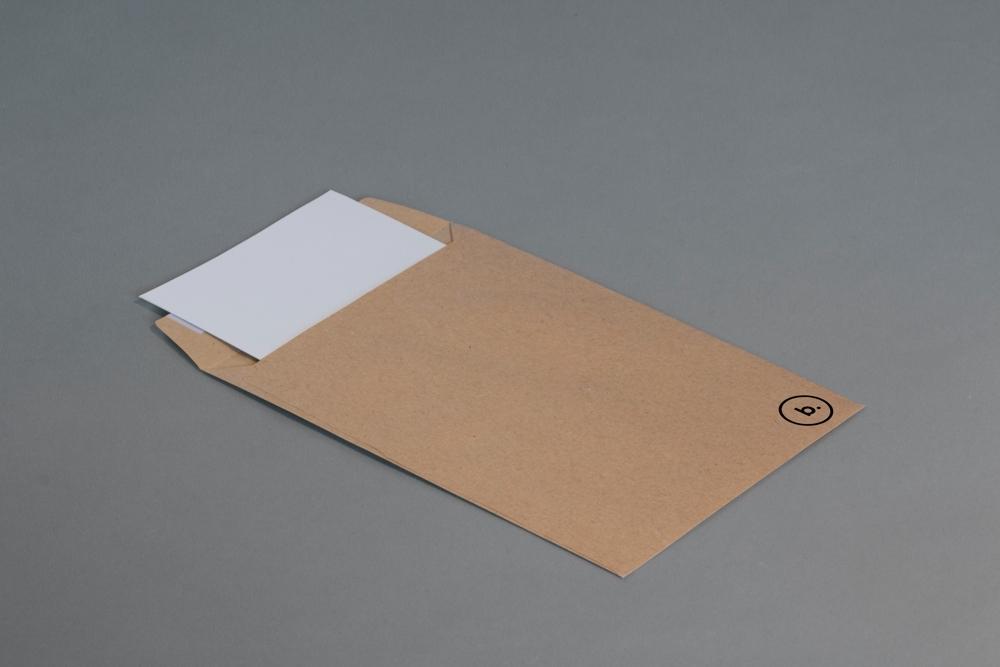 Neue Formate bedeuten neue Chancen für die wandelbaren Cuverts. Abbildung: Brando makes Branding/unsplash
