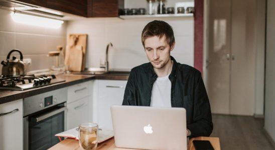 Mangelnde Ausstattung und fehlende Räumlichkeiten können zu weniger Produktivität im Home-Office führen. Abbildung: Pexels, Vlada Karpovich
