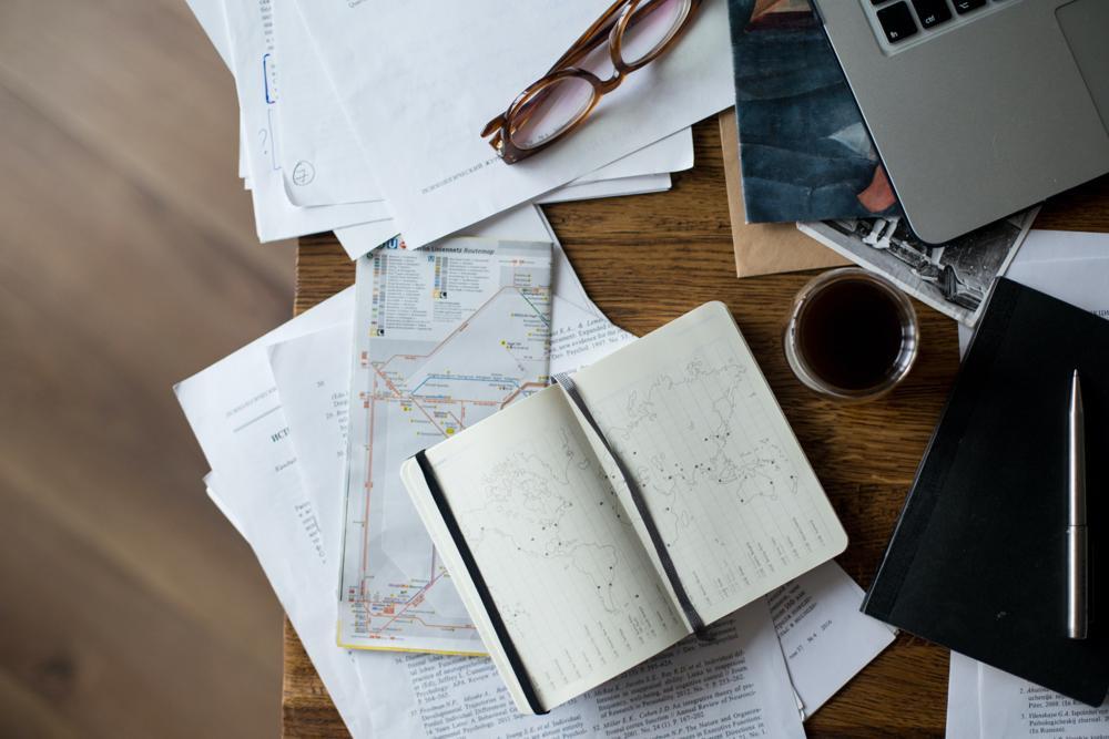So sollte Ihr Schreibtisch nach dem Feierabend nicht aussehen. Abbildung: Daria Obymaha/Pexels