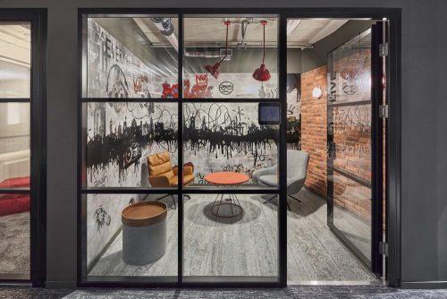 Viele Räume des Gebäudes vermitteln urbanes Lebensgefühl. Abbildung: Sebastian Dörken/Max Schroeder