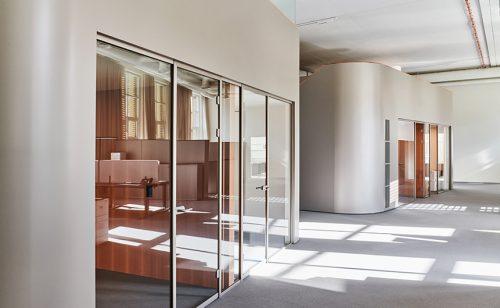 Die Kuben sind sowhl als Einzelbüros wie auch als Sitzungszimmer nutzbar. Abbildung: Mint Architecture