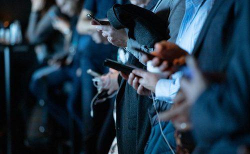 Alle sind vernetzt, aber die wenigsten kennen sich persönlich. Abbildung: Camilo Jimenez, Unsplash
